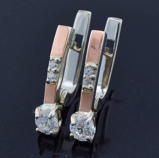 """Серебряные серьги с золотыми пластинами """"Рио"""", размер 18*4 мм, вставка белые фианиты, вес 2.8 г"""