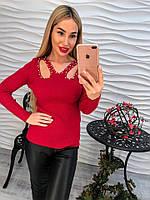 Женский свитер с украшенный бусинами и вырезами