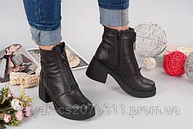 Женские зимние ботинки на широком каблуке