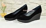 Туфли женские черные замшевые на платформе, декорированы камнями., фото 2