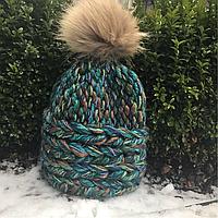 Женская шапка крупной вязки синяя с натуральным помпоном