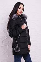 Стильное пальто с меховыми помпонами на карманах черное и пудра