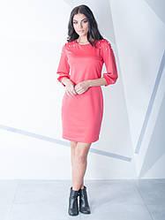Женское платье с бусинками по колено