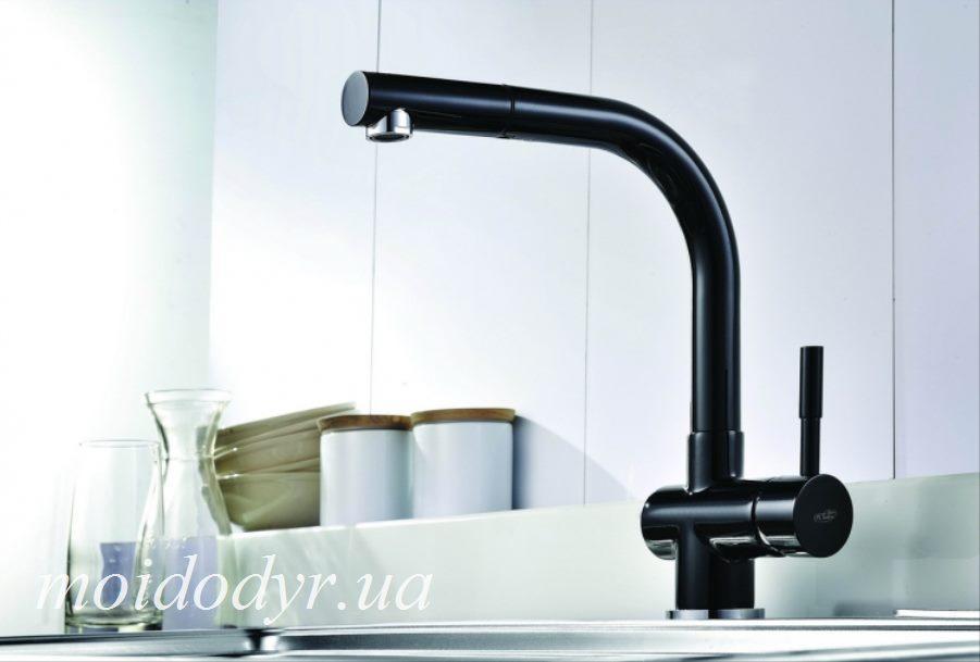 Смеситель для кухни c вытяжным душем  Blue Water Lira черная эмаль