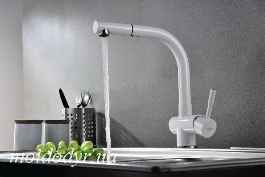 Смеситель  Blue Water Lira белая эмаль для кухни c вытяжным душем