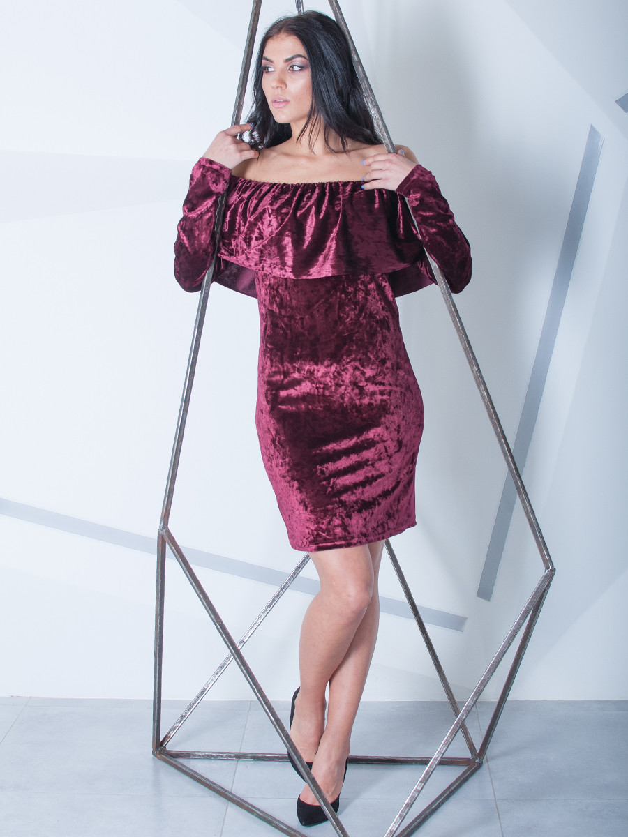 Жіноче велюрову сукню