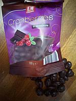 Клюква в чорном шоколаде