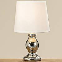 Красивая лампа оформлена под серебро