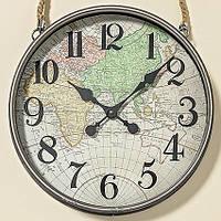 Стильные часы с изображением атласа