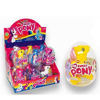 Драже з іграшкою в пластиковому яйці