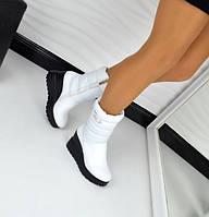Белые кожаные женские сапоги на платформе зима