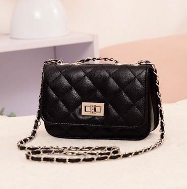e58c44fef101 Женская маленькая сумочка на цепочке черного цвета купить по ...