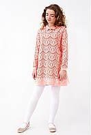 Нежное кружевное подростковое платье для девочки украшено брошью, светло-розового цвета