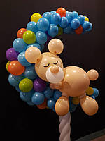 Мишка на месяце из воздушных шаров