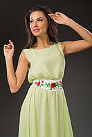 Платье в пол с атласным поясом.