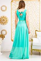 Женское платье с гипюровым верхом и поясом, на спинке банты из ткани.