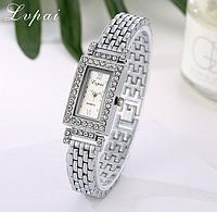 Наручные часы женские с серебристым ремешком
