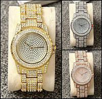 Женские наручные часы с камнями
