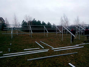 монтаж конструкции оцинкованных креплений наземного типа в количестве 3-х столов для установки солнечных панелей