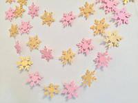 Бумажная гирлянда из снежинок, розово-желтая