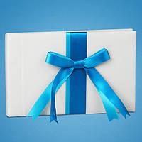 Свадебная книга для пожеланий с голубой атласной лентой