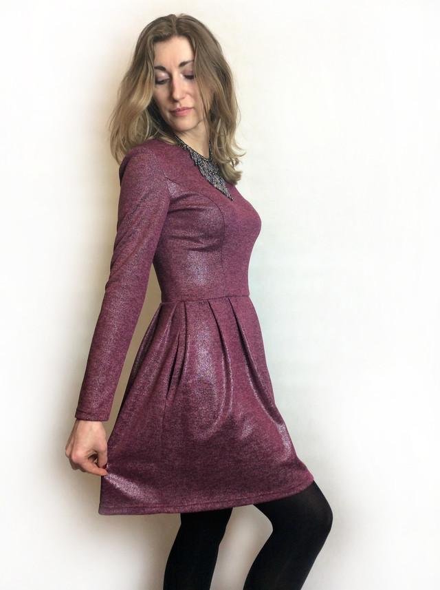 Трикотажное платье бордо с отливом П164