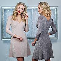 Короткое вечернее платье с V-образным вырезом и расклешенной юбкой