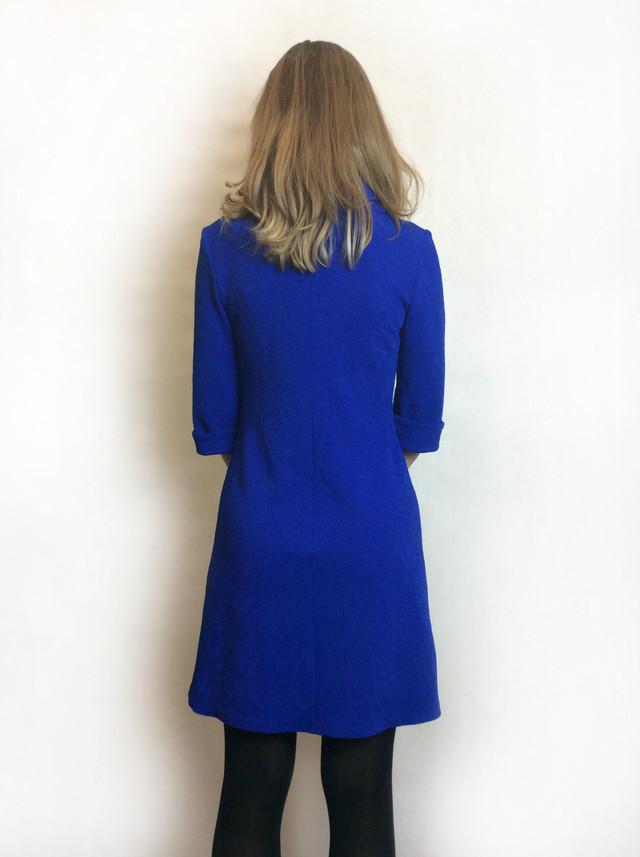 Женское платье с хомутом, электрик-жаккард П190