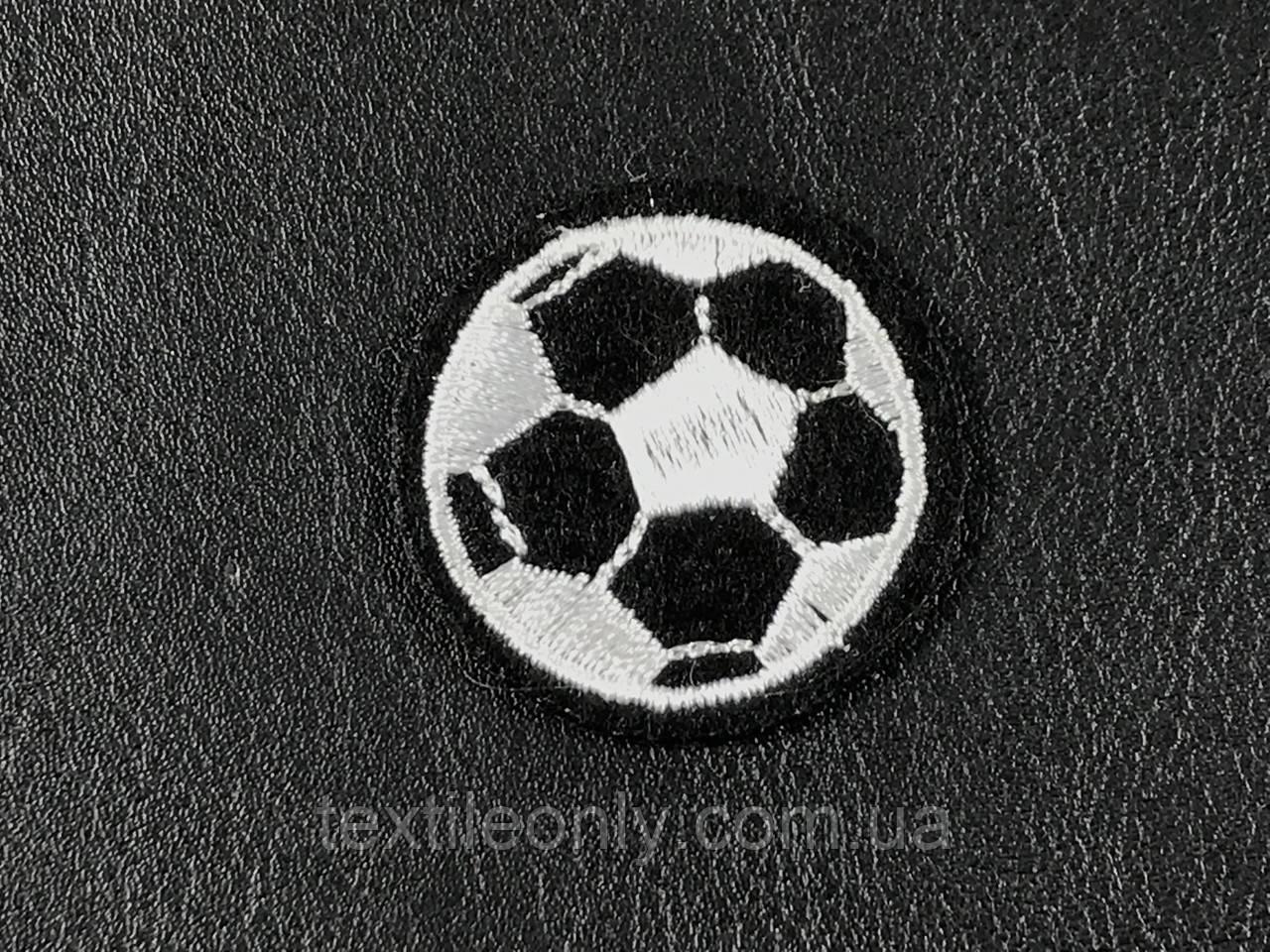 Нашивка футбольный мяч черный 35 мм