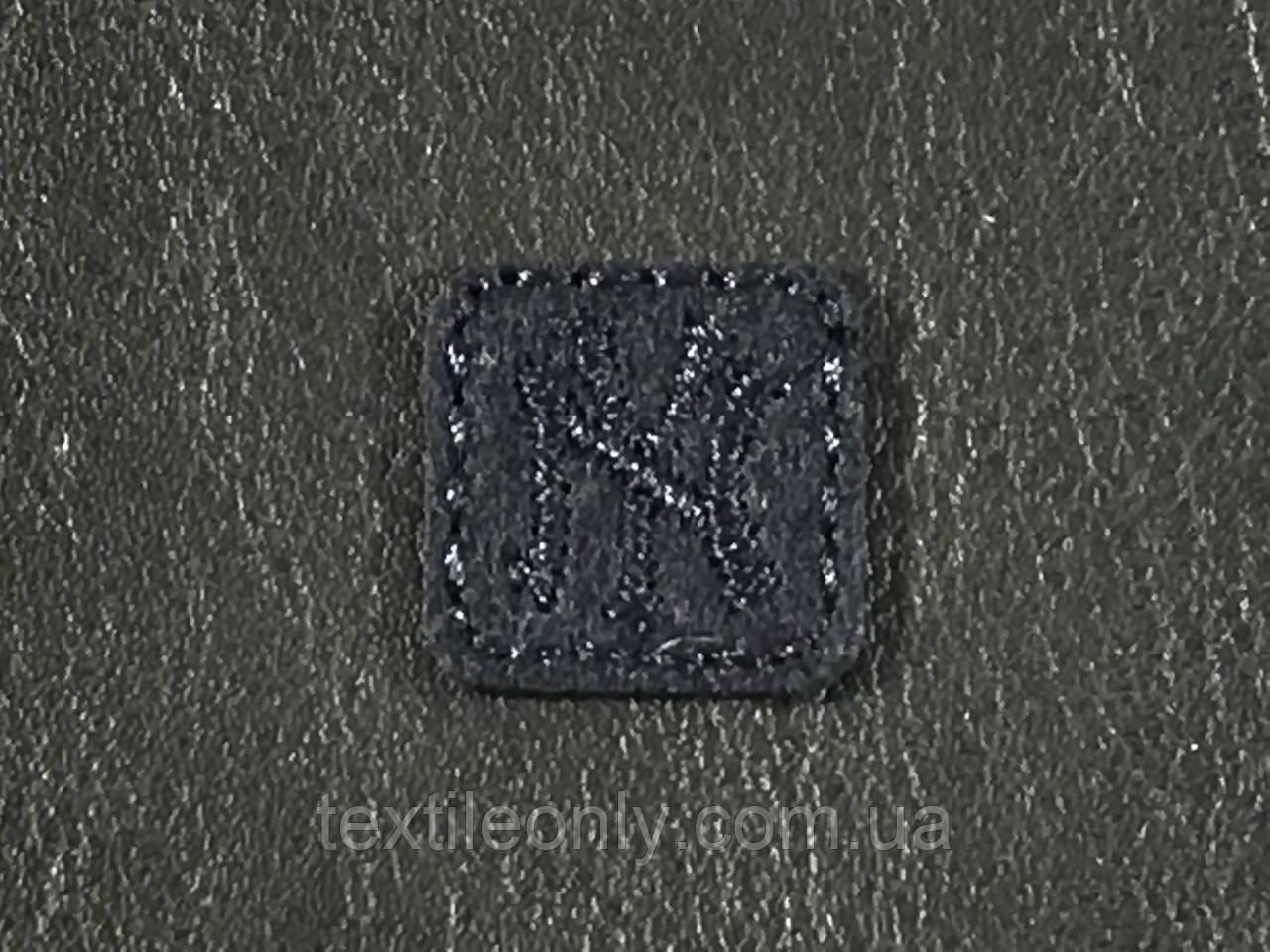 Нашивка New York квадрат  цвет темно синий 20x20 мм фетр
