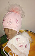Нежный зимний комплект с сердечками (шапка+баф).