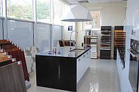Кухонные гарнитуры с барной стойкой из кварца