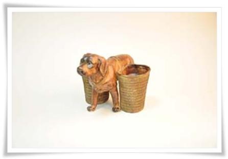 Собака с корзинами