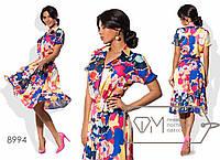 Платье миди А-покроя из поливискозы на запахе под пояс с коротким рукавом, V-вырезом и воротником-стойкой 8994
