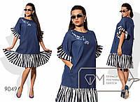 Платье миди прямое из летнего джинса с вышивкой на лифе и широкими контрастными оборками на коротких рукавах и подоле 9049