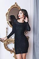 Черное и белое коктейльное платье с узором на ткани