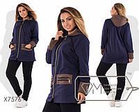 Спорткостюм из трёхнитки - удлинённая прямая куртка на молнии с капюшоном, манжетами и карманами из трикотажа стёжки плюс прямые штаны X7576