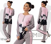 Домашний костюм из велюра - прямая туника с рисунком, однотонными рукавами и застёжкой-поло плюс приталенные штаны с лампасами 10164