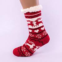 Красные домашние полушерстяные тапочки-носки с оленями.
