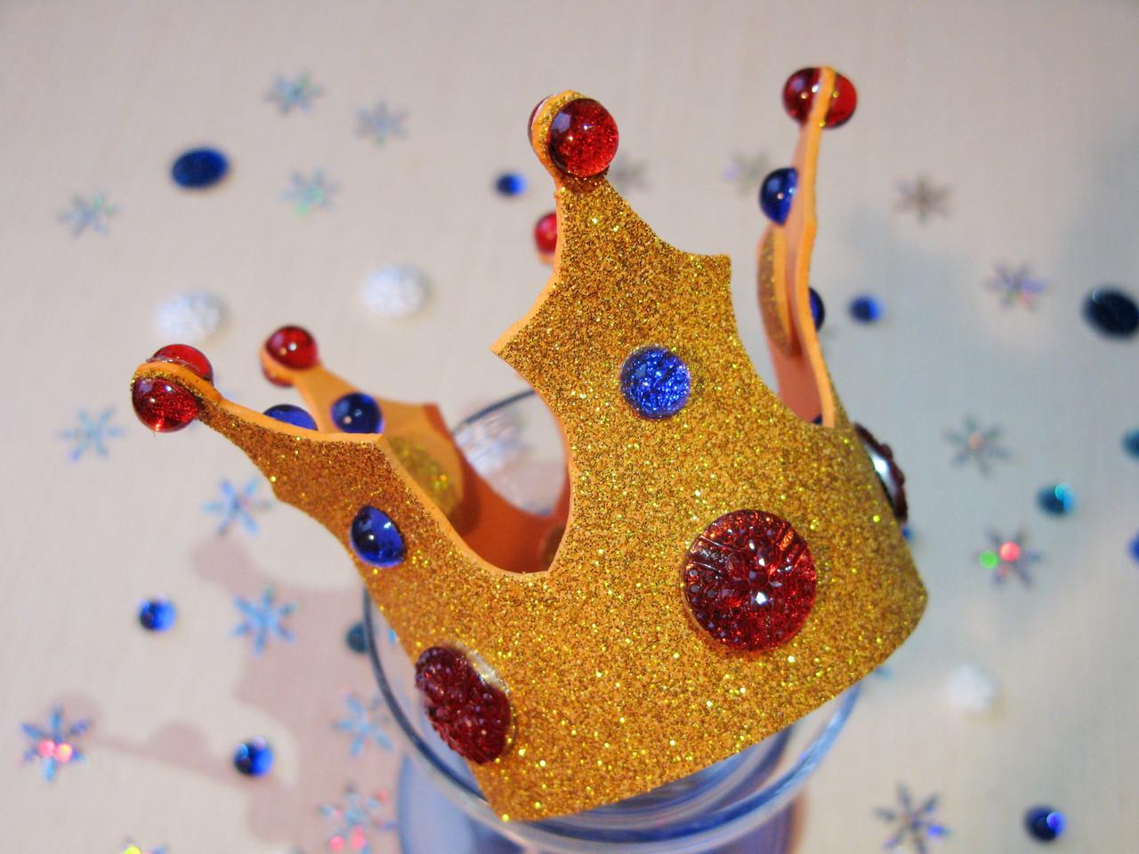 Корона с бусинами из фоамирана Золотая.
