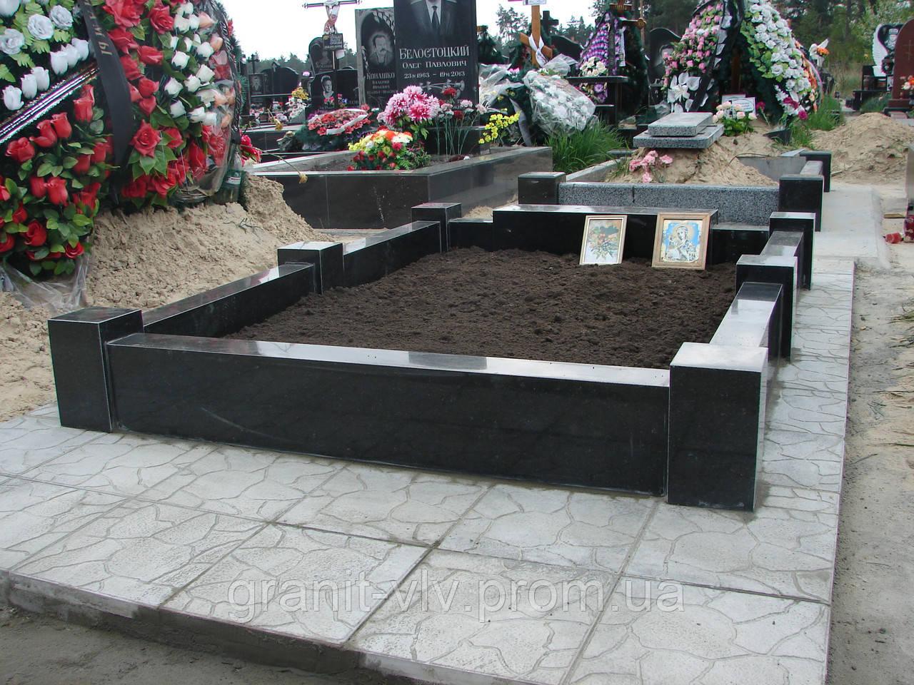 Памятники из гранита на кладбище в чистый четверг монета памятник тысячелетие россии цена