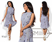 Платье мини прямое из коттона с вышивкой без рукавов с вырезом борцовка, кулиской по талии и асимметричной оборкой подола 9161