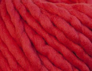 Толстая пряжа ручного прядения. 100% шерсть 21-23 мкрн. Цвет: Кармин