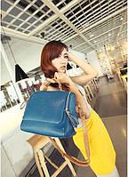 Жіноча середня сумка темно-синя через плече, на плече