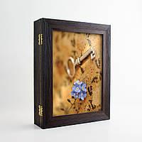 Ключница Подарок (настенная, эко-пластик) КЛЮЧ И ФИАЛКА