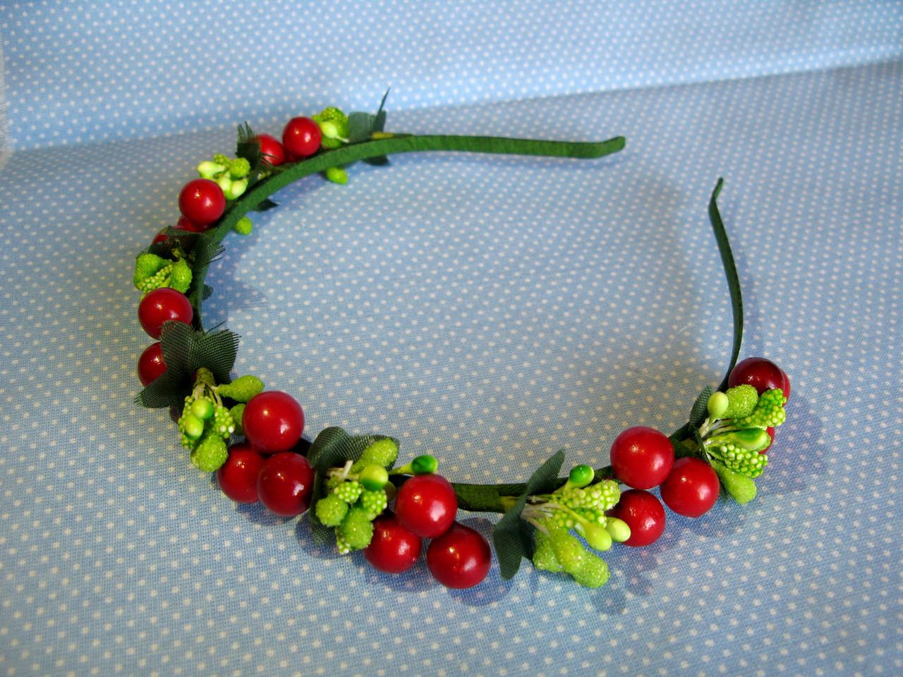 Обруч з цукровими ягодами калини та листочками 85 грн