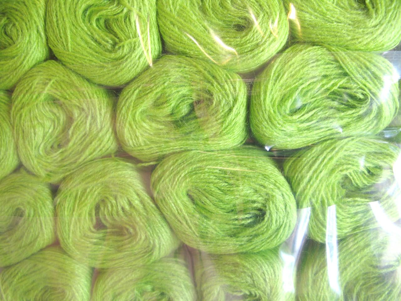 Нитки акриловые цвет травянной 5068