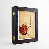 Ключница Подарок (настенная, эко-пластик)  КЛЮЧ И СЕРДЦЕ