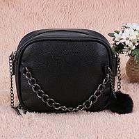 Маленькая черная женская сумочка