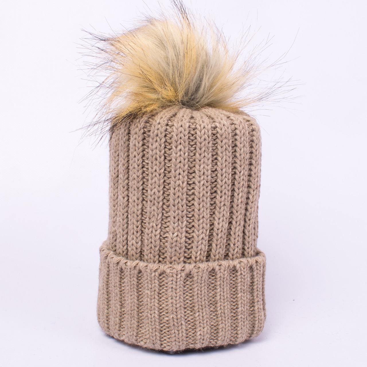 Женская вязаная шапка с помпоном темно-бежевая CMF W18-12 03 Canberra